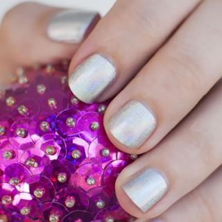Loving…Sparkles and hologram polishes